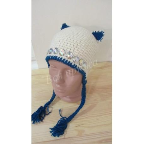 Весенняя вязаная шапочка на девочку